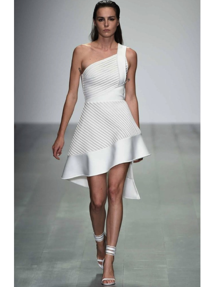 http://www.vogue.es/desfiles/primavera-verano-2015-london-fashion-week-david-koma/10254/galeria/18067/image/894758