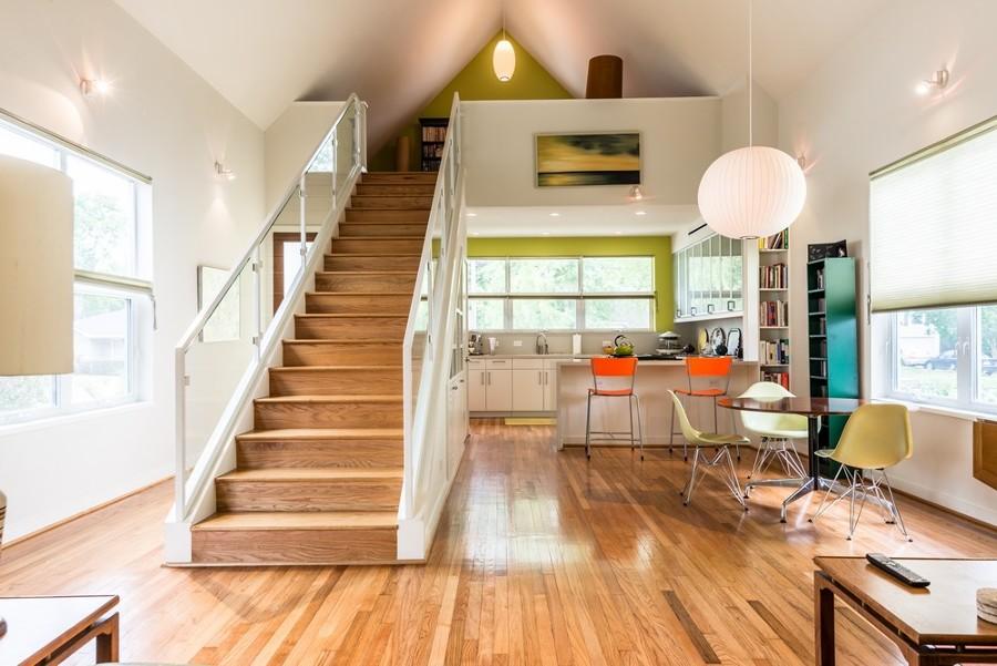 casa-de-planta-abierta-con-decoracion-de-colores-1326795