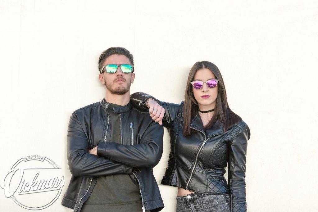 gafas-de-sol-de-madera-vickmars-modelos-pareja-joven-invierno