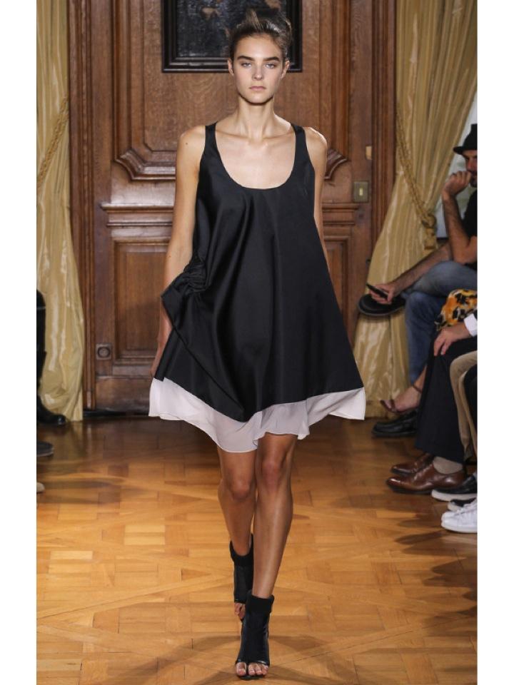 http://www.vogue.es/desfiles/primavera-verano-2015-paris-fashion-week-viktor-rolf/10393/galeria/18309/image/909135